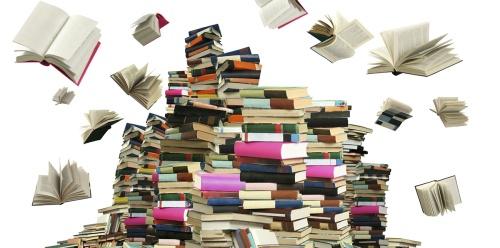 Piles de livres et livres qui s'envolent