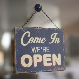 panneau com in we're open